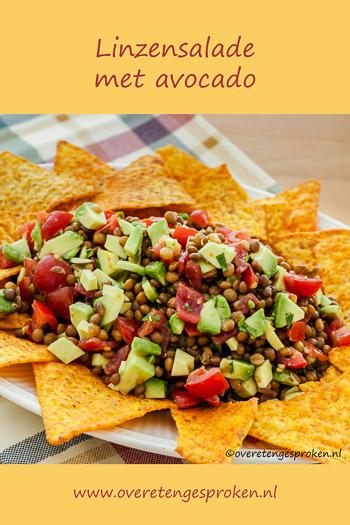 Linzensalade met avocado - Frisse op de Mexicaanse keuken geïnspireerde maaltijdsalade. Lekker met Nacho chips.