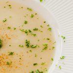 Bloemkoolsoep - Zacht, romig en voedzaam. Ideaal om restjes bloemkool mee op te maken.