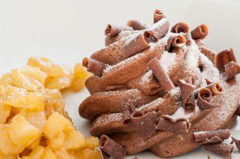 Chocolademousse met warme ananas