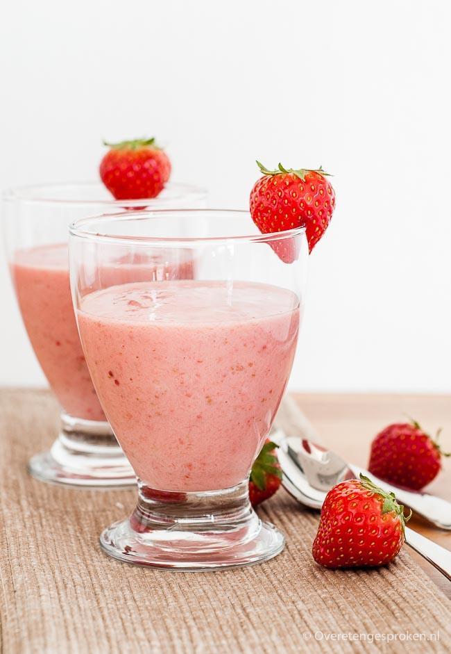 Suikervrije smoothie - Yoghurt en fruit gemengd in de blender: het perfecte toetje. Zoet en gezond tegelijk!
