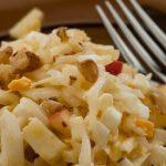 Frisse witlofsalade - Heerlijke maaltijdsalade van witlof, ei, appel en walnoot.