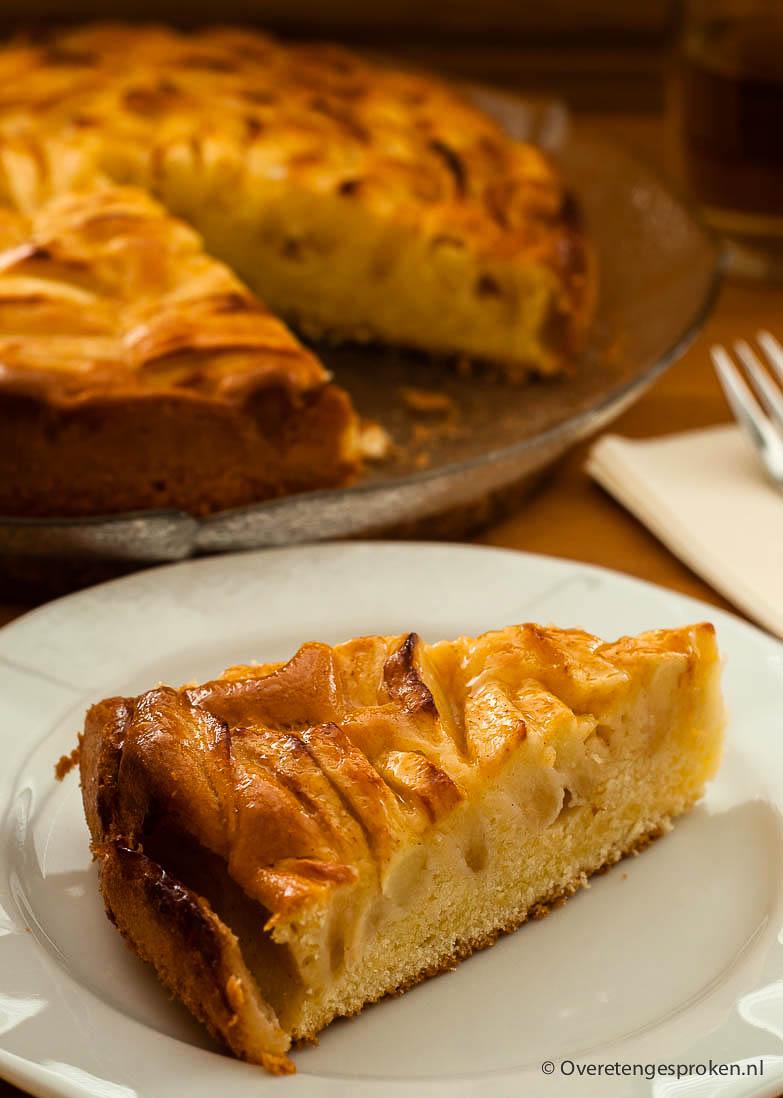 Appelcake - Rijk gevuld met appelschijfjes en lekker fris door toevoeging van wat citroensap.