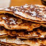 Drie in de pan - Oud-Hollandse kleine, dikke pannenkoekjes die met z'n drieën tegelijk in de koekenpan worden gebakken.