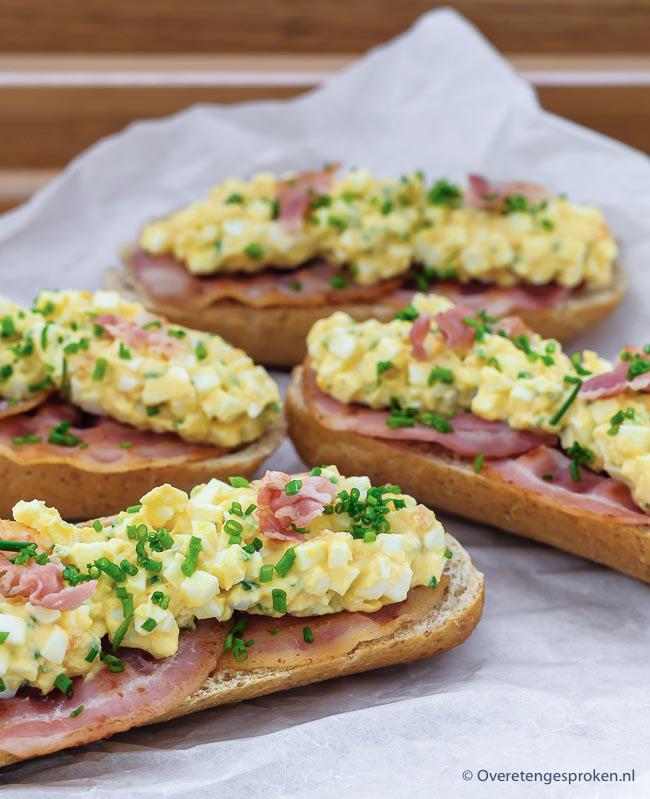 Eiersalade - Deze eiersalade is heerlijk op brood bij het ontbijt of de lunch maar doet het ook goed op een toastje bij de borrel.