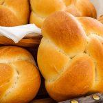 Kaiserbroodjes - Makkelijk recept met uitleg hoe jij ook zo'n mooi broodje knoopt.