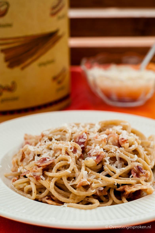 Pasta alla carbonara - Pasta met een saus van eieren, spek en parmezaanse kaas. Een echte Italiaanse klassieker.