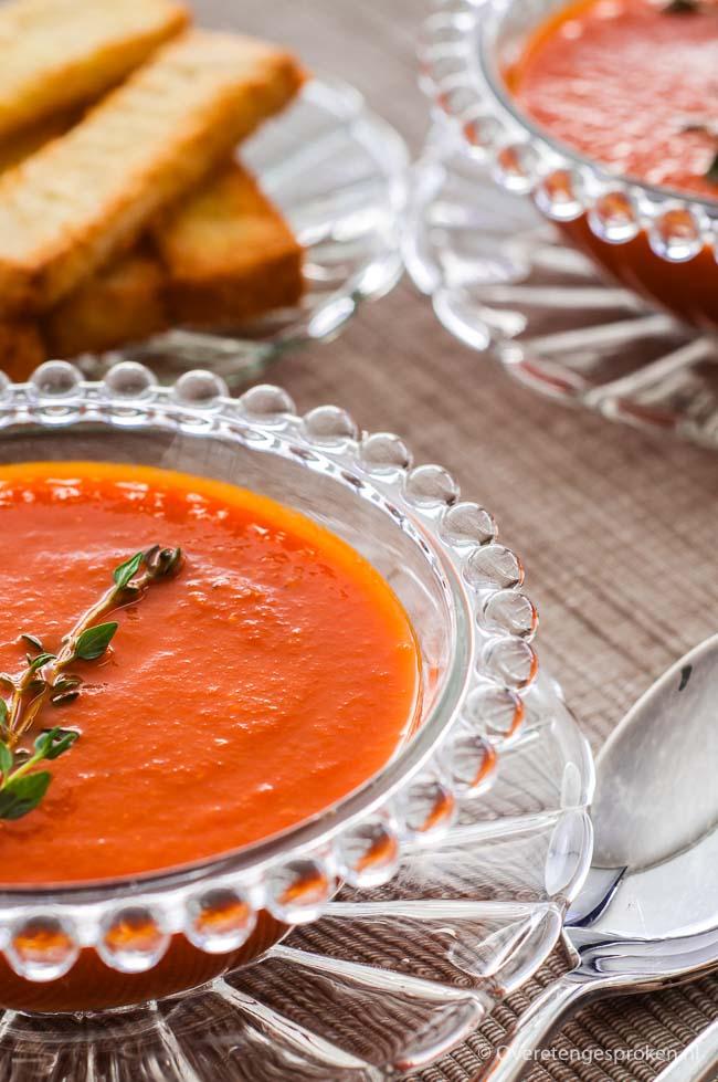 Amerikaanse tomatensoep - Stevige tomatensoep met verse kruiden en een smokey bacon twist.