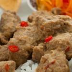 Rendang stoofschotel - Pittige Indonesische stoofschotel met rundvlees en kokoscrème.