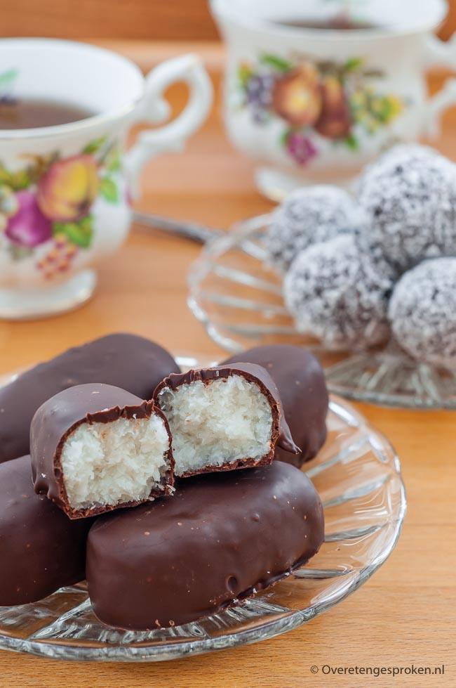Homemade Bounty's - Zachte kokos omhuld met chocolade. Superleuk om zelf te maken. Minder zoet maar minstens zo lekker als het origineel.