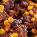 Chili con carne - Een simpele maar o zo lekkere bonenschotel. Lekker met Turks brood en nacho's erbij.