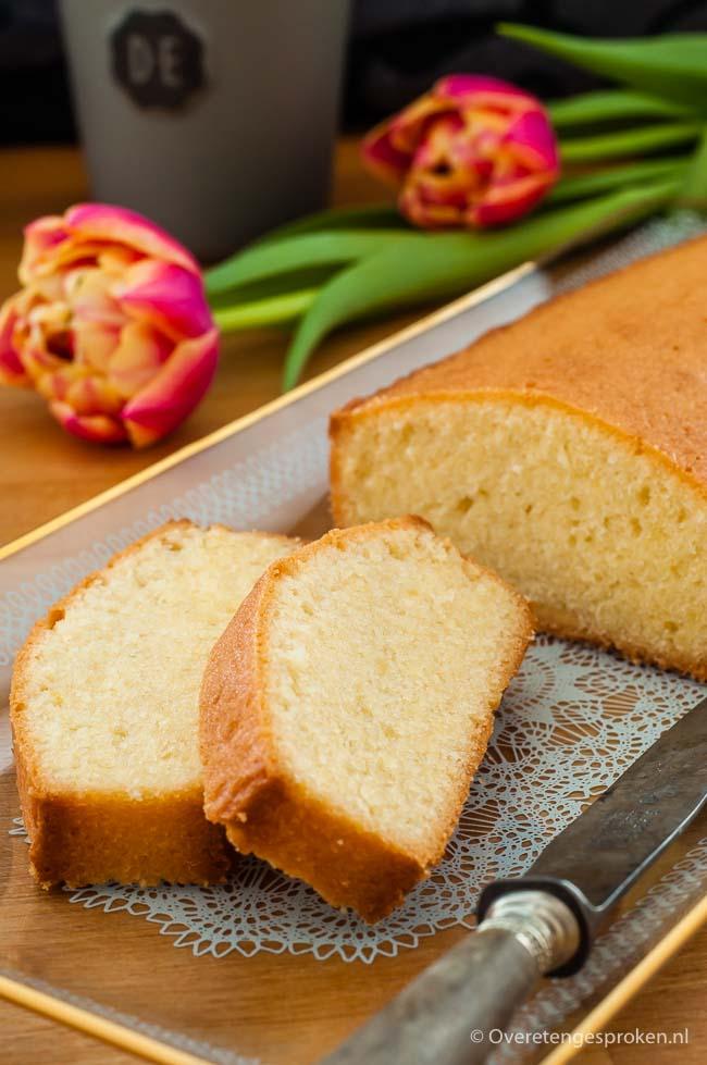 Cake - Basisrecept voor een luchtige, goudgele roomboter cake. Kan eigenlijk niet mislukken!