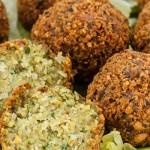 Falafel - Vegetarische snack uit het Midden-Oosten van kikkererwten en verse kruiden.