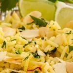 Indiase gele rijst - Heerlijk geurende en smaakvolle rijst met onder andere geschaafde amandelen, kardemom en saffraan. Lekker als bijgerecht.