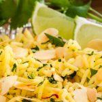 Indiase gele rijst - Heerlijk geurende en smaakvolle rijst met onder meer geschaafde amandelen, kardemom en saffraan. Lekker als bijgerecht.