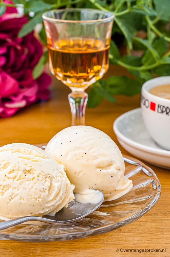 Vanilleroomijs - Het allerlekkerste ijs maak je natuurlijk zelf. Met dit recept voor vanilleroomijs lukt het jou ook!
