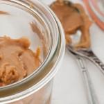 Homemade pindakaas - Onweerstaanbaar lekker en zo makkelijk dat je je afvraagt waarom je niet eerder zelf pindakaas hebt gemaakt!