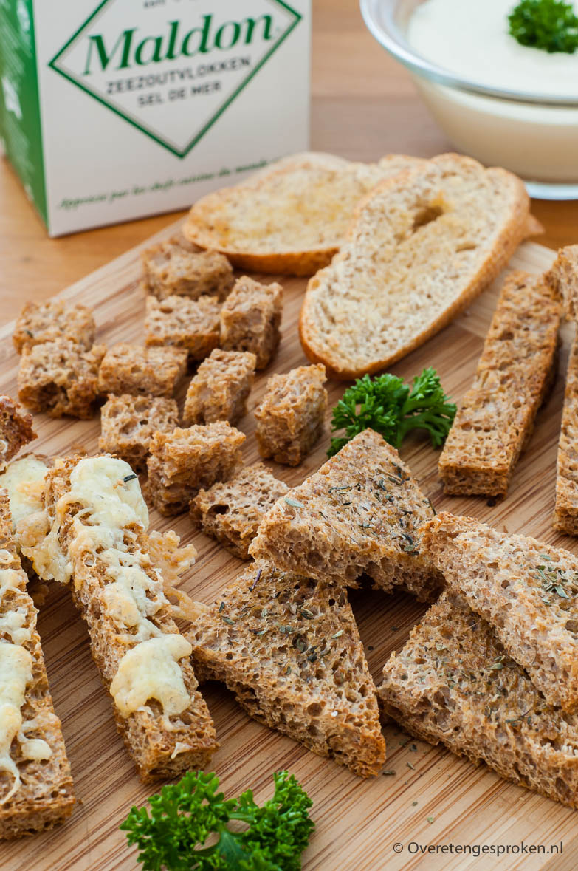 Croutons - Over de salade, bij een kop soep, ter garnering van een gerecht of als snack bij borrel of buffet. Croutons zijn verrassend multifunctioneel.
