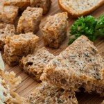 Croutons in alle soorten en maten - Over de salade, bij een kop soep, ter garnering van een gerecht of als snack bij borrel of buffet. Croutons zijn verrassend multifunctioneel.