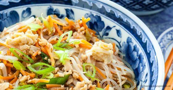 Glass noodles met ei en groente
