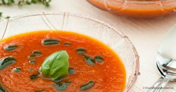 Geroosterde tomatensoep met basilicumolie
