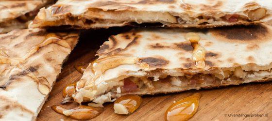 Quesadilla met geitenkaas, walnoot en spekjes