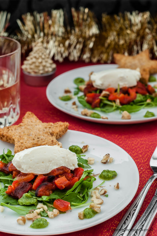 Geitenkaasmousse met geroosterde paprika - Lekker als voorgerecht en in miniversie geserveerd op een crouton perfect als luxe borrelhapje of amuse.
