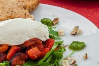 Geitenkaasmousse met geroosterde paprika