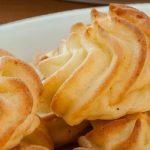 Pommes duchesse - Feestelijk bijgerecht op basis van aardappelpuree en Parmezaanse kaas. Ook lekker met verse tuinkruiden.