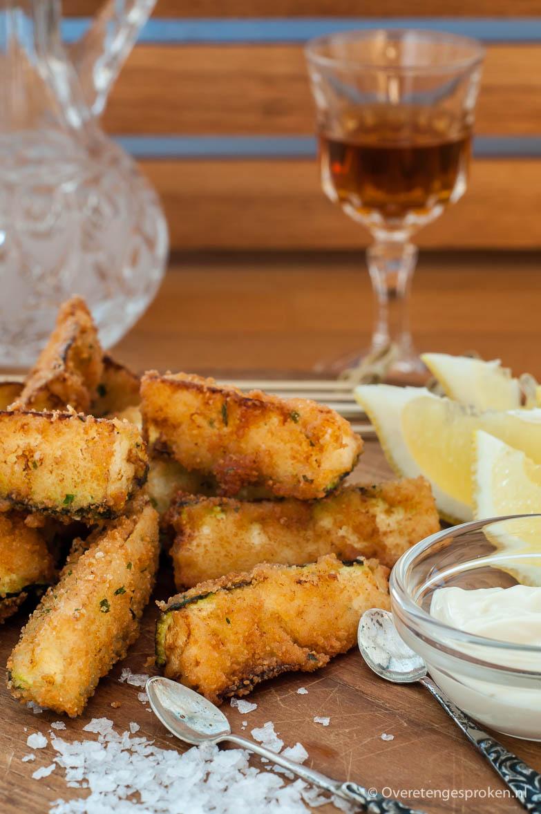 Zucchini fritti - Krokant en goudbruin gebakken stukjes courgette. Lekker als borrelhapje of tapas maar ook perfect als verrassend voor- of bijgerecht.