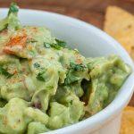 Guacamole - Mexicaanse dipsaus voor nacho's maar ook lekker als bijgerecht bij burrito's, taco's en andere Mexicaanse gerechten.