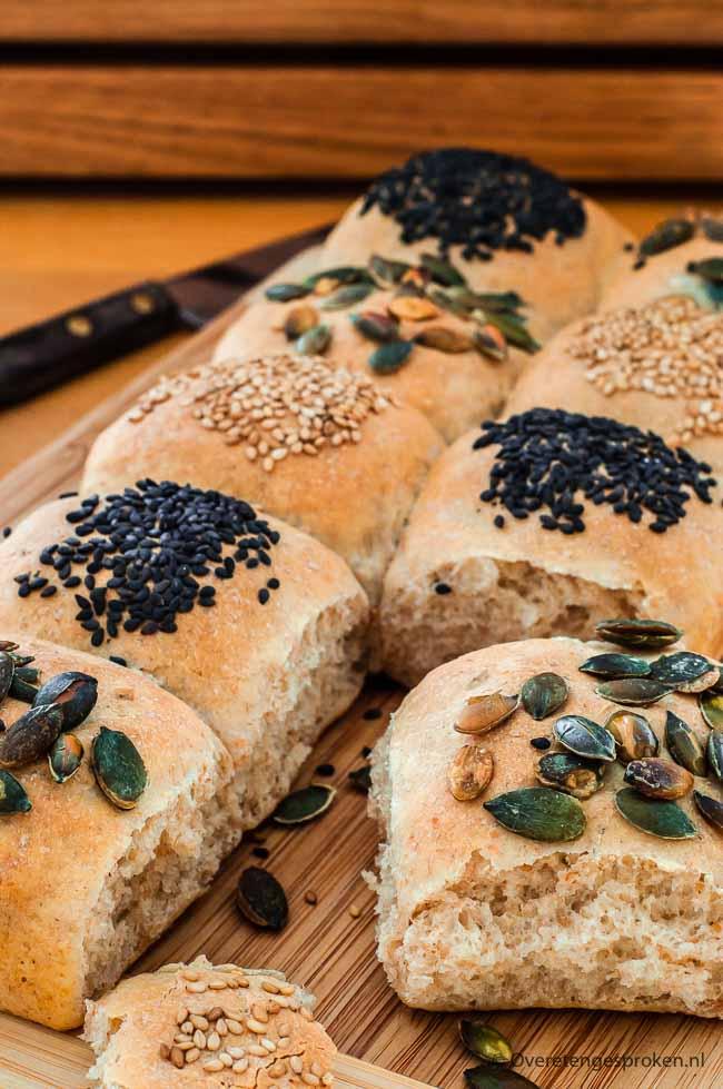 Partybroodjes of mini broodjes - Feestelijke broodjes voor de kleine trek of als appetizer voorafgaand aan een etentje.