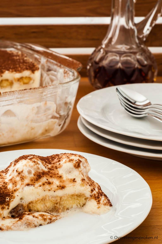 Tiramisu - Heerlijk zacht, zoet en romig dessert naar origineel Italiaans recept. Zó lekker dat je echt nog een tweede keer opschept!