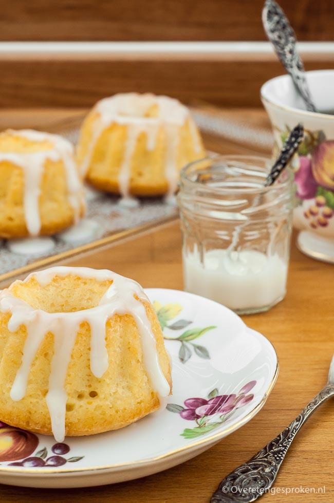 Citroencake - Lekkere variatie op de klassieke roomboter cake. Voor een krachtiger citroensmaak gebruik je limoensap in plaats van citroensap.