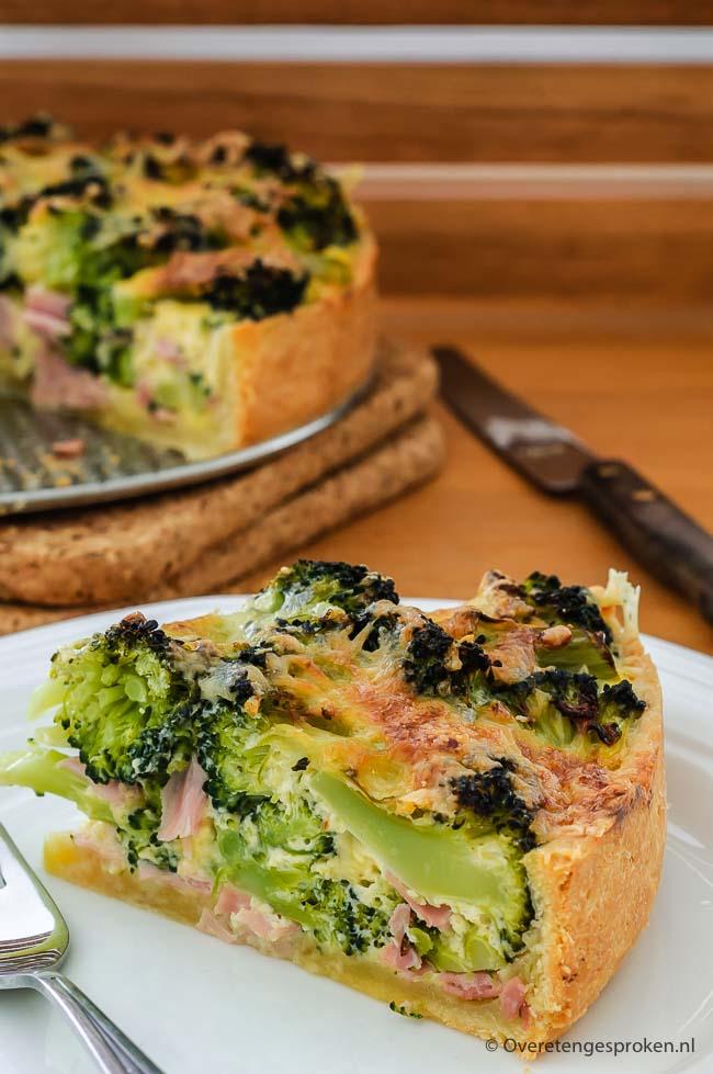 Quiche met broccoli en ham - Deze hartige taart met broccoli en ham is ideaal als snelle avondmaaltijd. Maak 'm van tevoren en warm vlak voor het eten op.