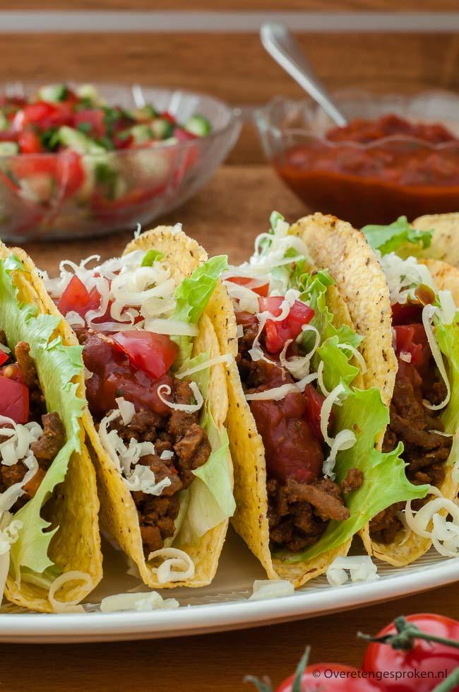 Taco's - Vrolijk Mexicaans gerecht dat je lekker met je handen eet. Met dit recept maak je ook je eigen tacokruiden en tacosaus.