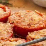 Gegratineerde tomaat - Lekker bij een salade, barbecue of als extra groentegerecht bij de lunch of avondmaaltijd.