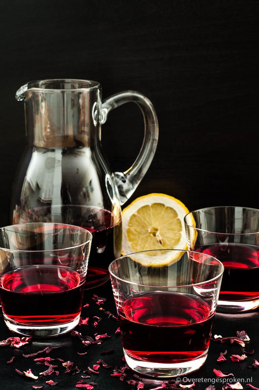 Karkadeh of hibiscus ice tea - Verfrissende drank getrokken van gedroogde hibiscus bloemen. Fris van smaak en heerlijk dorstlessend.