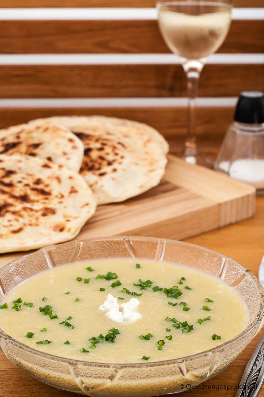 Preisoep - Heerlijk zacht, romig èn vullend door de meegekookte aardappel. Extra lekker door een beetje Boursin Cuisine en een scheutje witte wijn.