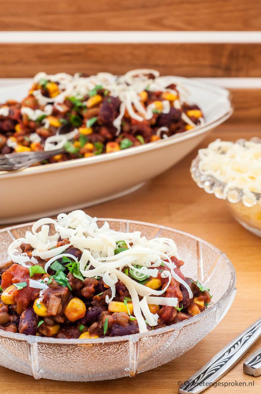 Chili sin carne - De vegetarische variant van chili con carne. Een simpele maar o zo lekkere bonenschotel. Lekker met vers plat brood en nacho's erbij.