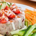 Huzarensalade - Onmisbaar bij een (koud) buffet maar ook lekker als lunch of hapje tussendoor. Lekker fris door de fijngesneden appel.