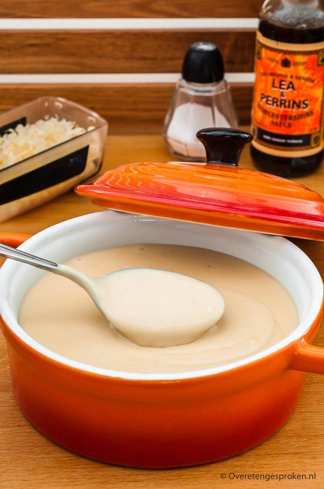 Kaassaus - Zelf kaassaus maken is echt super makkelijk. In dit recept leg ik het je uit. Inclusief mijn geheime ingrediënt voor de allerlekkerste saus!