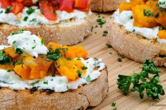 Bruschetta met oranje paprika