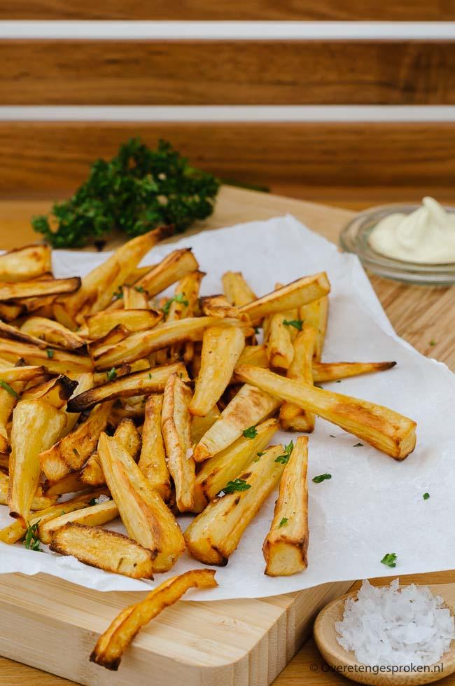 Geroosterde pastinaak of pastinaak frietjes - Smaakvolle frietjes maar dan van groente. Leuke en lekkere manier om groente te eten.