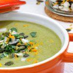 Pittige pastinaaksoep - Makkelijk te maken soep die zo vol en puur van smaak is dat je bijna vergeet dat ie boordevol groente zit. Bij ons thuis een regelrechte favoriet!