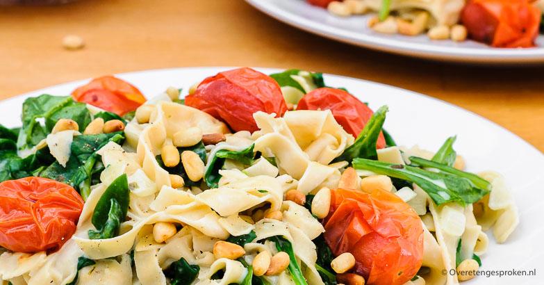 Fettuccine met tomaat, spinazie en pijnboompitjes