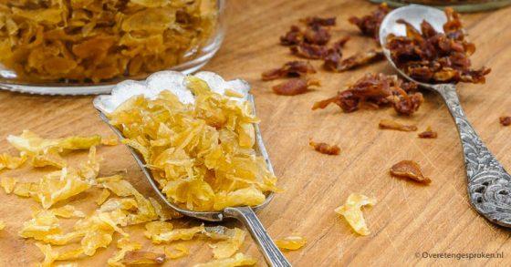 Indonesische gebakken uitjes of bawang goreng