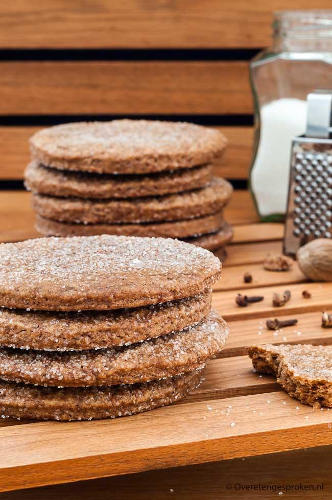 Dennekoeken - Grote, krokante kruidkoeken met een gesuikerde bovenkant. Niet met kant en klare koekkruiden maar met een homemade kruidenmix.