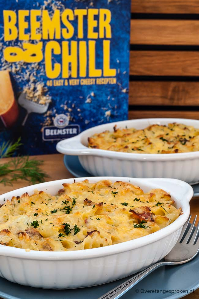 Scandinavische mac 'n cheese - Lekkere variatie op de traditionele mac 'n cheese. Met gerookte zalmflakes, venkel en verse dille.