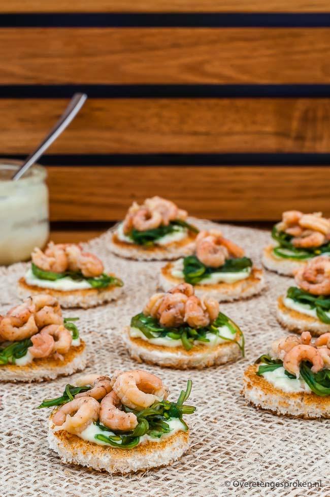 Toastjes met Hollandse garnalen - Lekkere combinatie van Hollandse garnalen met Japanse wakame en wasabi op toast. Heerlijk bij de borrel of als amuse!
