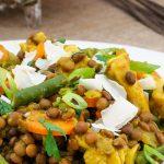 Linzen met gele curry, kip en groente - Makkelijke maaltijd met de verwarmende smaken van een echte Thaise curry.